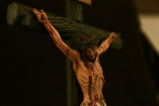 Jesús Crucificado tallado en madera en San Antonio de Ibarra pintado al óleo por el autor